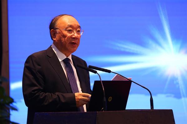 原重庆市市长,十二届全国人大财政经济委员会副主任委员黄奇帆发表演