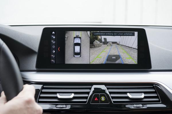 相反,汽车只要停放到位,按下启动/停止按钮后,充电过程即可开始.